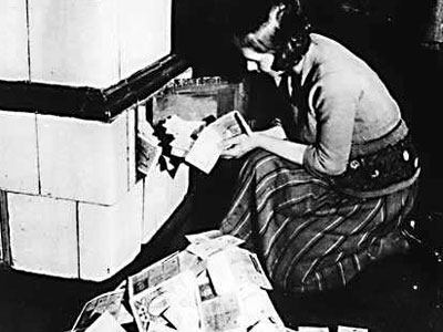 the-truth-about-weimar-the-hyperinflation-horror-story-that-still-haunts-europe-today.jpg